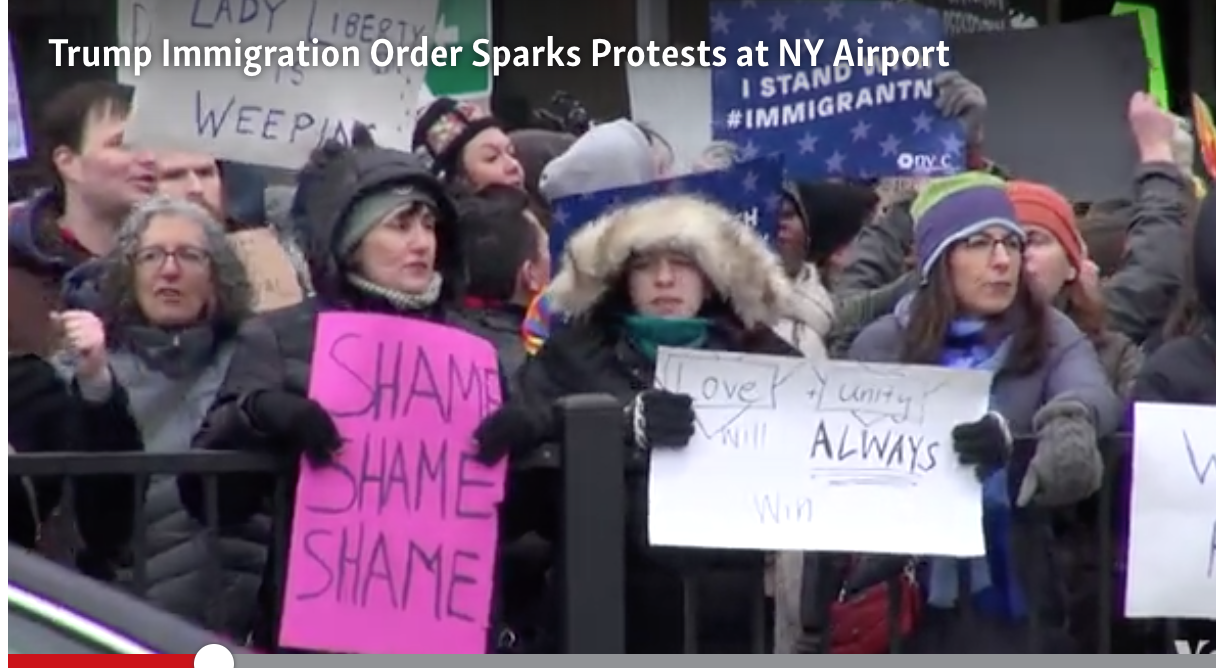 Protesters at JFK oppose Trump immigration ban, Jan. 28, 2017. Photo: Voice of America
